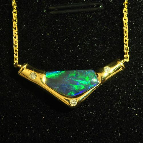 Gem green 18k gold pendant